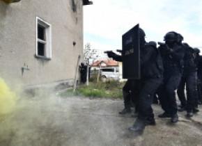 Zeci de percheziții în trei județe și în București, într-un dosar de evaziune fiscală în care ar fi implicate 15 firme fantomă