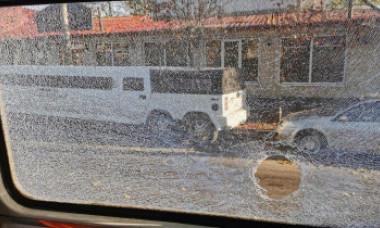Incident bizar și periculos în București. Apare o nouă ipoteză în cazul tramvaiului cu geamurile sparte în mers