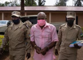 """Procurorii au cerut închisoare pe viaţă pentru eroul filmului """"Hotel Rwanda"""""""