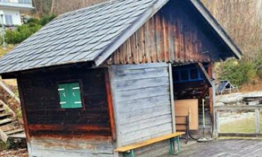 Frenezie în Austria unde un român a cumpărat cu 775.000 de euro o colibă dărăpănată de 12 mp