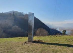 Povestea misteriosului monolit metalic dispărut de la Piatra Neamț a făcut înconjurul presei internaționale