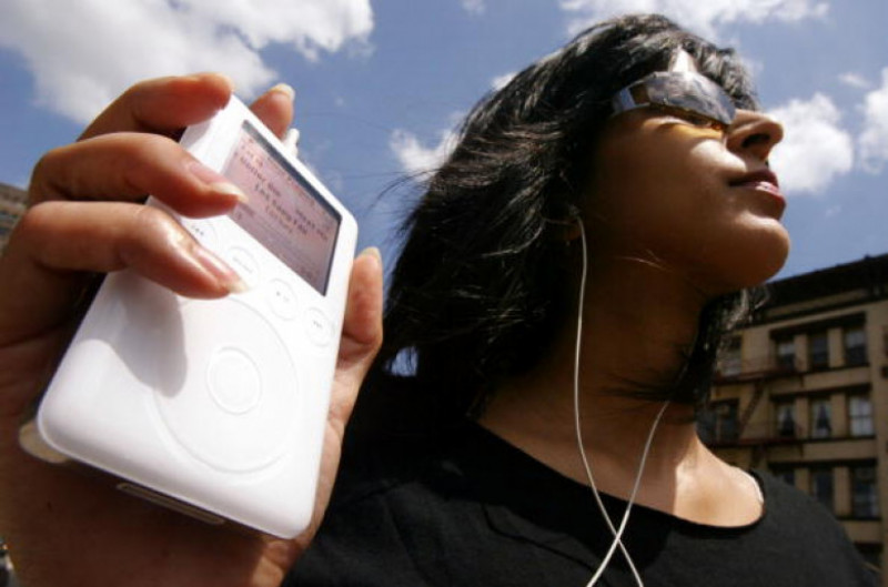 iPods Triple Apples Quarterly Earnings