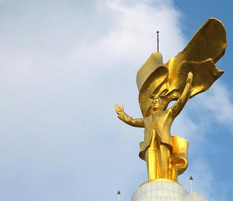 statuia din aur rotitoare a lui niazov turkmenistan - mihail perfilov flickr