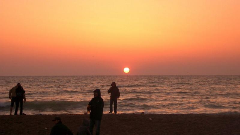 1024px-Vama_Veche_sunrise
