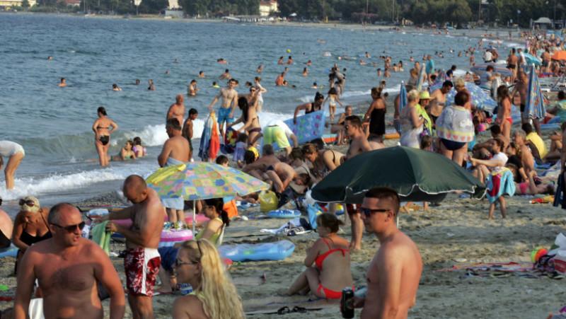 turisti vacanta plaja mare