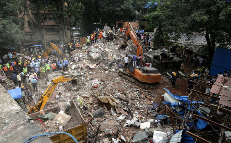 At least five died in a collapsed building in Mumbai