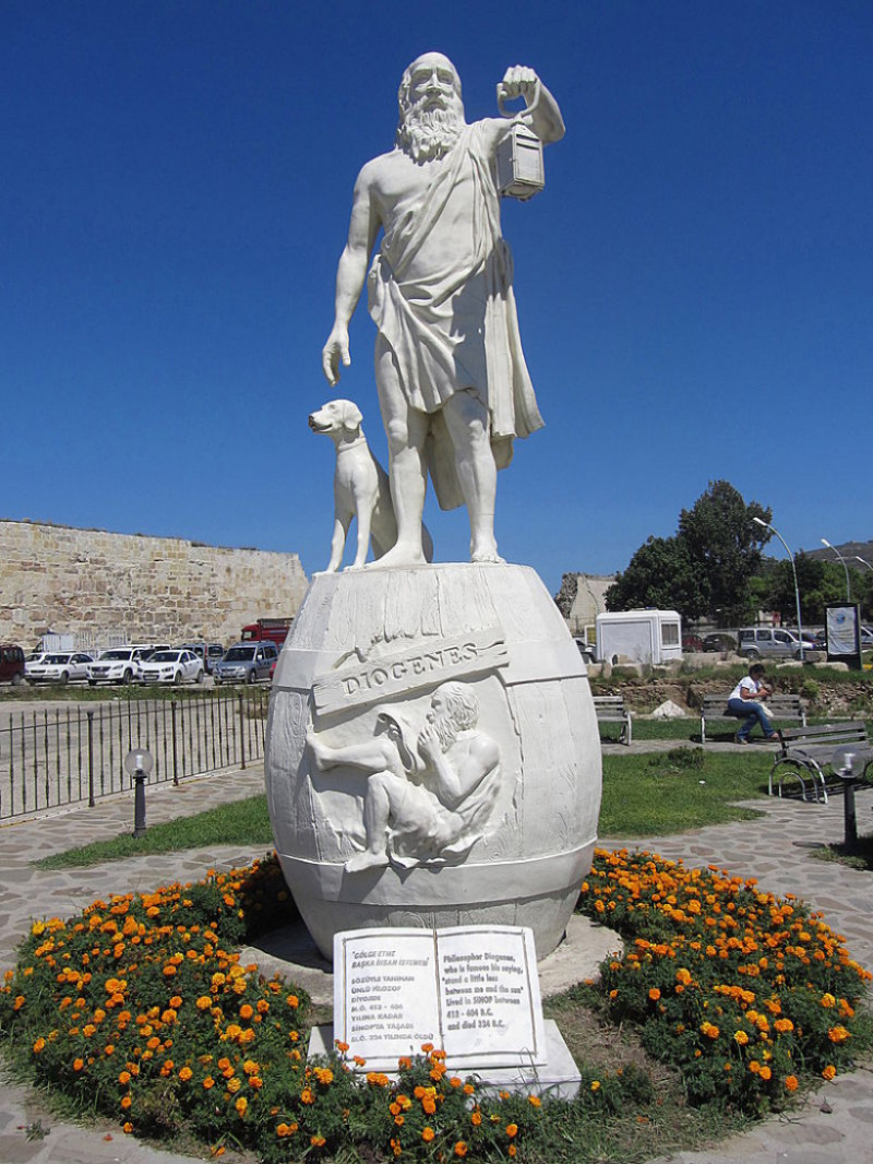 800px-Diogenes_statue_in_Sinop-full
