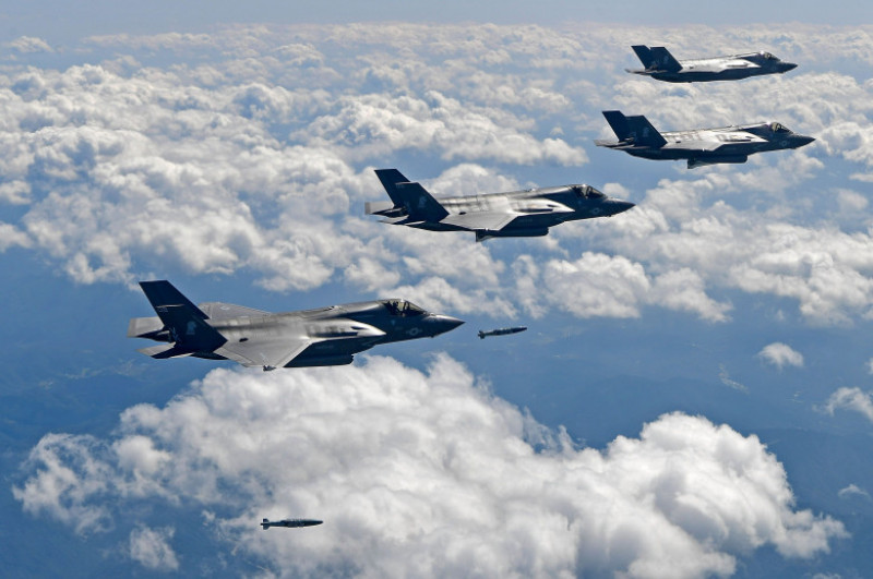 US Bombers Fly Near Military Demarcation Line Between Two Koreas