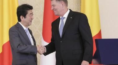 """Ce scrie presa japoneză despre românii """"rușinați"""" care i-au cerut scuze premierului Abe, după """"vizita lipsită de diplomație"""""""