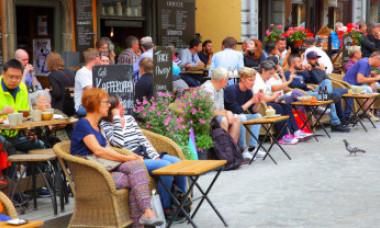 Prima țară europeană în care dispar bancnotele. Magazinele nu mai acceptă plata în numerar