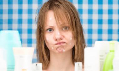 Boala psihică de care este posibil să sufere persoanele cu acnee pe față
