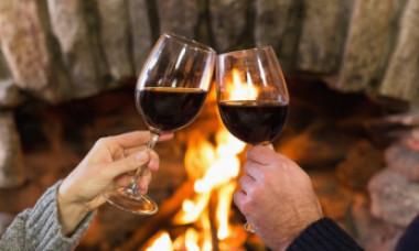 Studiu: Două pahare de vin sau bere pe zi sunt mai sănătoase decât sportul