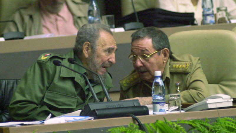 Castro Attends Parliament's Closing Session