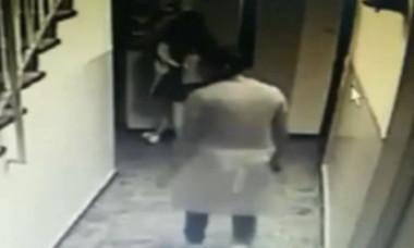 VIDEO. Minoră agresată sexual în scara blocului. Imaginile surprinse de camerele de supraveghere