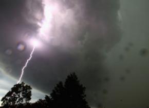 Vin furtunile! Cod galben de ploi abundente în cea mai mare parte a ţării