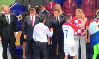 Imaginea Cupei Mondiale. Reacția lui Putin, singurul cu umbrelă, când i-a văzut uzi până la piele pe Macron și Kolinda