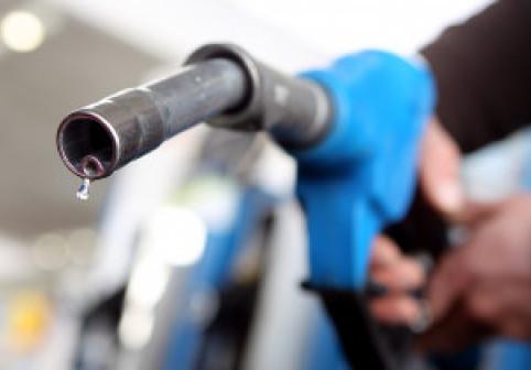 """O șoferiță în vârstă de 31 de ani acuză că pompele din benzinării sunt """"sexiste"""""""