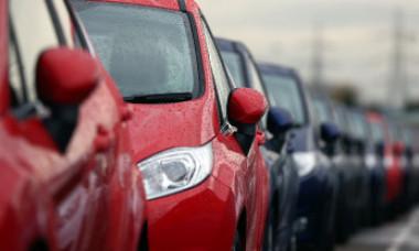 Îngropați în datorii pentru o mașină second-hand. Cum au fost trași pe sfoară mii de români