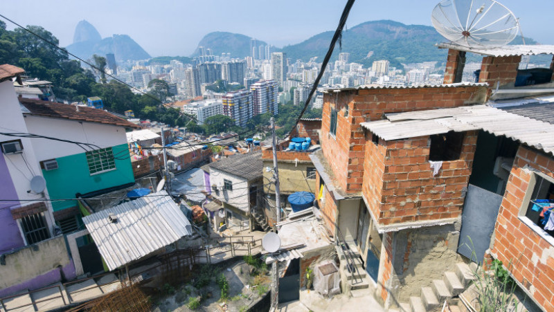 favela shutterstock_431461333
