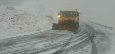VIDEO. Zăpadă, viscol și vânt puternic într-o zonă din România. Imaginile surprinse în această dimineață