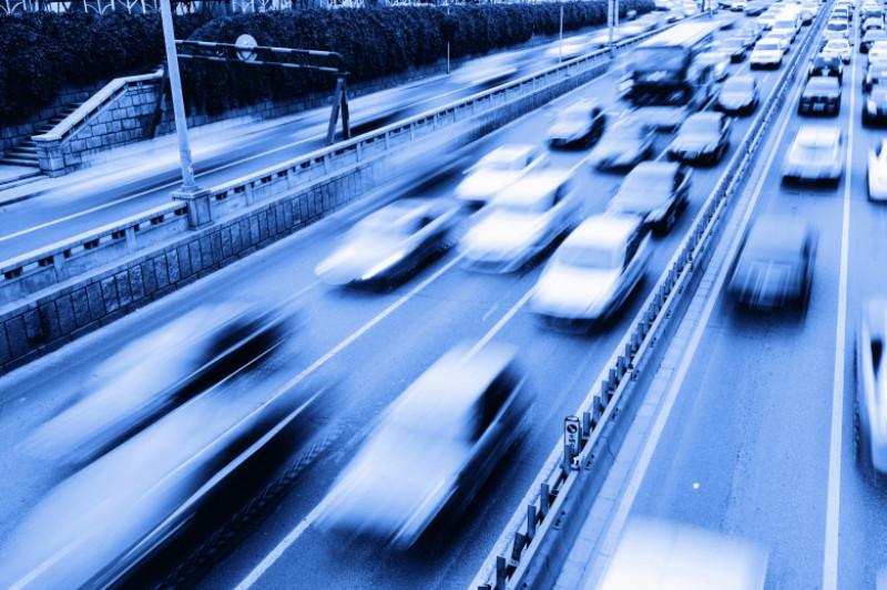 masini trafic miscare shutterstock_147778757