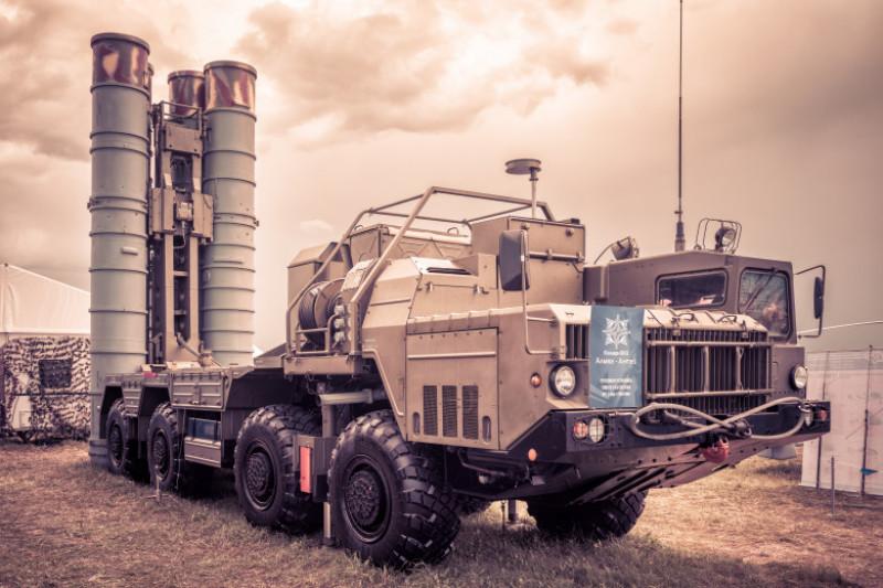 sistem-rachete-S-400-rusia-shutterstock_691457113