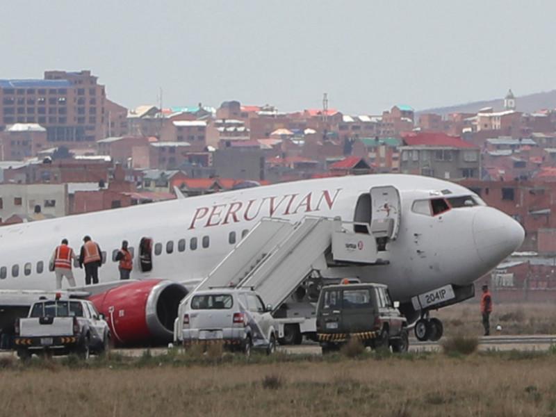 Avion Peruvian Airlines prăbușit pe pistă, în Bolivia