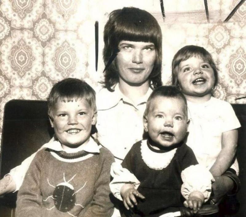 Elsie Urry si cei trei copii