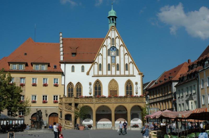 Amberg_Marktplatz-Rathaus - wikipedia