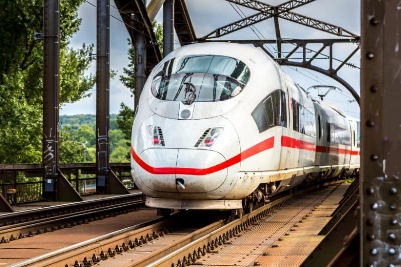Deutsche Bahn tren germania shutterstock_243159148