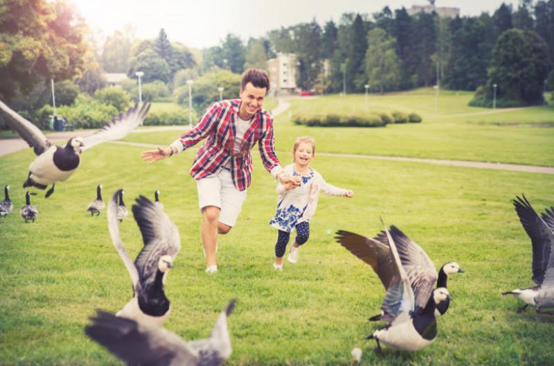 oameni fericiti helsinki finlanda pasari familie