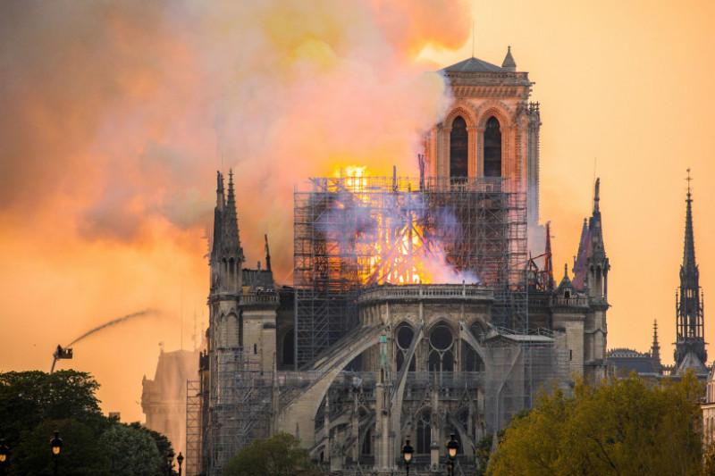 incendiu la Catedrala Notre Dame din Paris