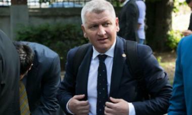"""Liberalul Florin Roman revine cu mesaj pentru Viorica Dăncilă, după ce ieri a făcut-o """"tută"""" şi """"analfabetă"""""""