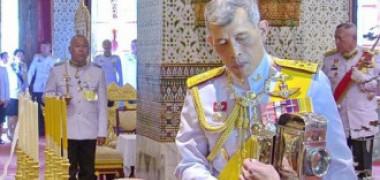 Regele Thailandei s-a izolat alături de 20 de femei. A închiriat în Germania un hotel întreg pentru haremul său Reg