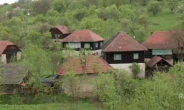 Singurul sat cu clădiri și drumuri de marmură din țară este locuit de o singură familie