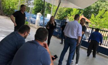 NEWS ALERT. Se întâmplă chiar în aceste momente: îngrijorare și tristețe la sediul PSD. Ce le strigă șoferii social-democraților