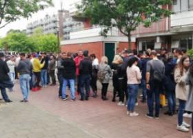 VIDEO. Primar de lângă Amsterdam, de vorbă cu românii de la cozi: Votul nu a fost organizat democratic, sunt alături de voi