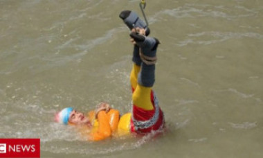 Un magician indian a dispărut în apă, după ce a încercat trucul celebru al lui Houdini