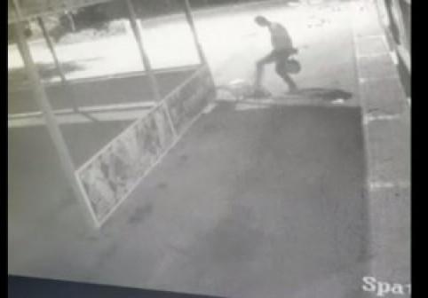 Momentul în care un bărbat este ucis în parcarea unui complex comercial din București