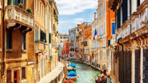 """Gestul """"scandalos"""" pentru care un cuplu de turiști a fost amendat cu 950 de euro în Veneția"""
