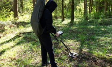 Descoperirea uriașă făcută de doi vânători de comori cu detectorul de metale