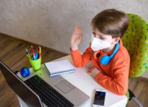 Ce categorii de elevi vor putea face în continuare școală online, după 8 februarie