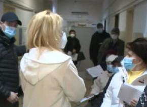 """Scandal și aglomerație la centrele de vaccinare de la """"Marius Nasta"""" și Spitalul Obregia. Platforma informatică nu funcționează"""