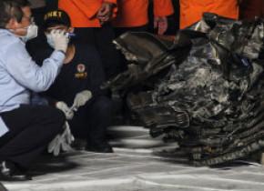 """Motoarele avionului Boeing prăbușit în Marea Java funcţionau când aparatul a lovit apa, confirmă """"cutia neagră"""""""