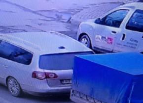 """FOTO. Misiune specială a polițiștilor din Sebeș: să prindă un porc după ce a """"evadat"""" dintr-o remorcă"""