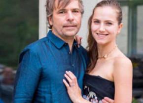 Un milionar și soția lui au zburat cu avionul privat într-o zonă cu 100 de oameni, ca să se vaccineze. Cu cât au fost amendați