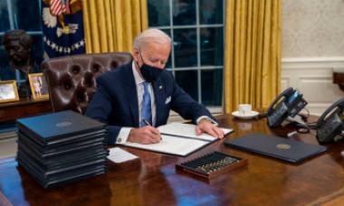 Cele 17 decrete semnate de Biden în prima zi ca președinte
