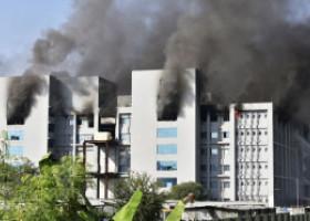 VIDEO  Cea mai mare fabrică de vaccinuri din lume a luat foc. Aici se pregătesc milioane de doze de vaccin anti Covid