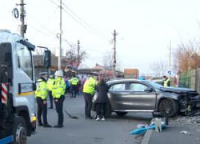 Limitatoare de viteză pe strada din cartierul Andronache unde 2 fete au murit în urma unui accident. Rudele victimelor: E prea târziu!