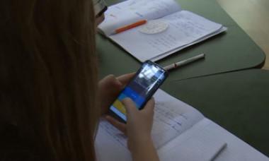 Un profesor din Capitală, în lenjerie intimă la cursul online. Mama unui elev de clasa a XI-a: A fost un șoc să văd filmarea